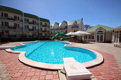Бассейн отеля Лиана