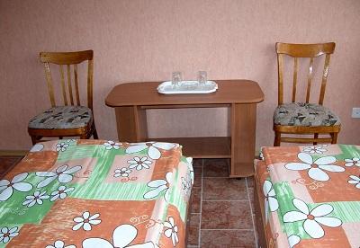 В номере гостиницы Меридиан
