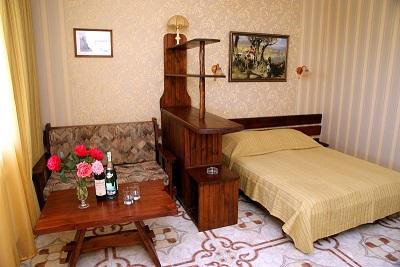 В номере отеля Бастион