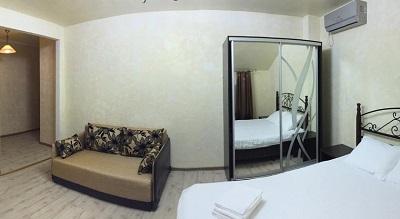 В номере отеля Дива