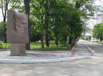 памятник Пирогову в Саках
