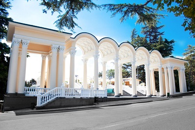 Колоннада в Гагаринском парке