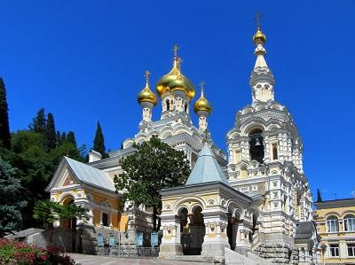 Собор Александра Невского в Ялте на фото