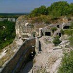 Чуфут-Кале — монументальный пещерный город Крыма