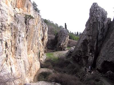 Никитская расселина в Крыму фото