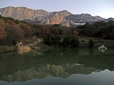 Озеро у скалы Шаан-Кая фото 2