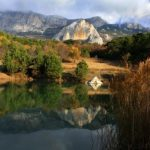 Озеро у скалы Шаан-Кая — изумрудная бусинка над Алупкой