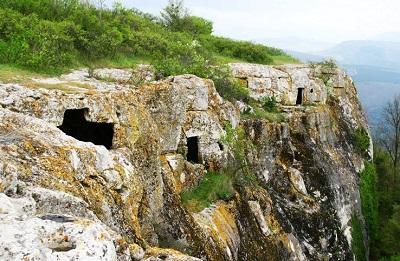 пещерный город Тепе-Кермен фото