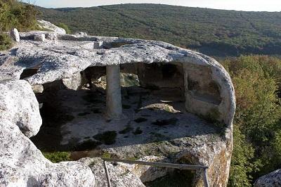 Пещерный город Ески-Кермен фото
