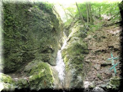где находится водопад трех святителей