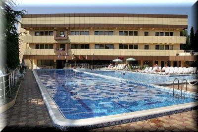 алушта отели с бассейном и пляжем