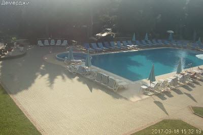 фото с веб-камеры у бассейна отеля Демерджи