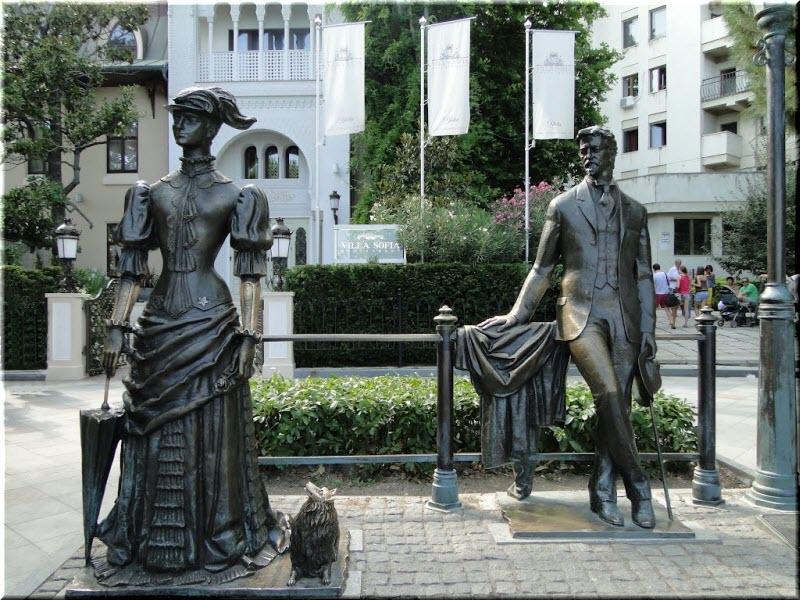 фото памятника Чехов и Дама с собачкой