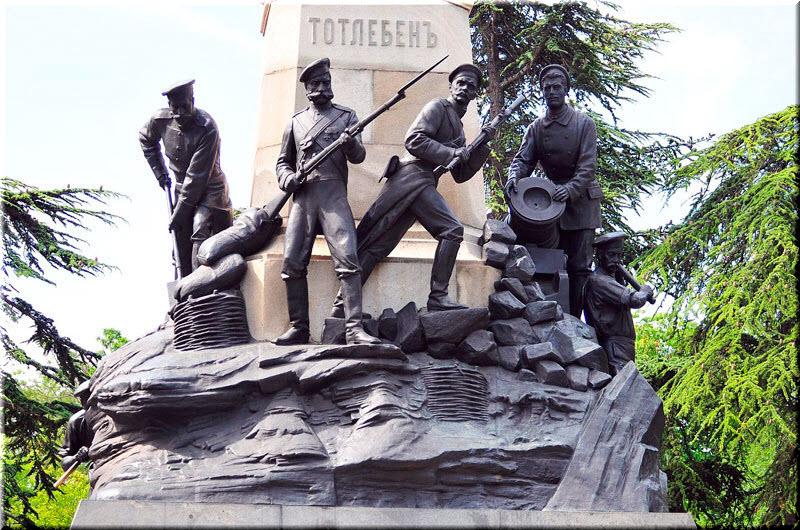 сапер, матрос-артиллерист и атакующие солдаты