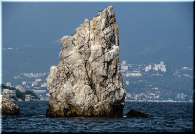 скала Парус - фото с моря