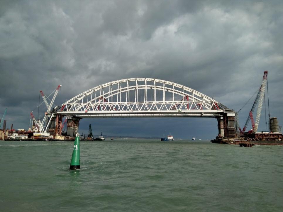 фото фарватера Керченского моста