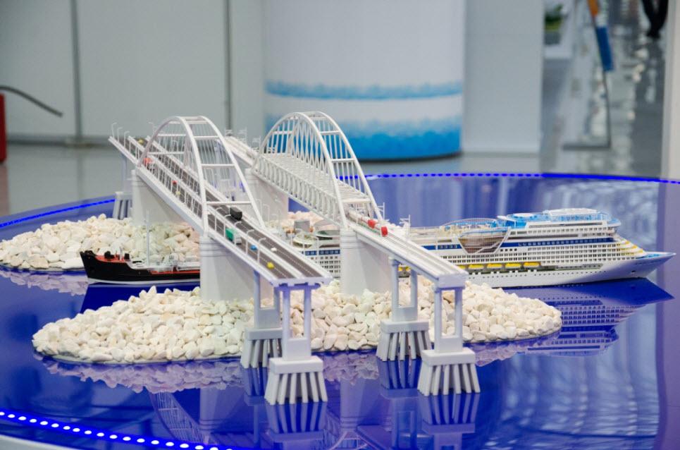 макет арок Керченского моста