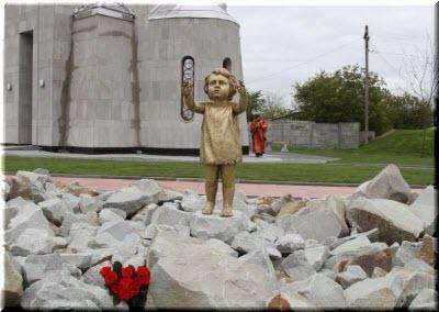 памятник Девочке в концлагере
