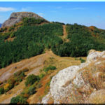 Пахкал-Кая — лысая гора рядом с Перевальным