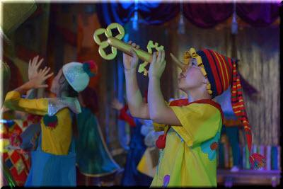 на сцене театра в Евпатории