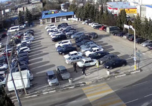 фото с веб-камеры у МРЭО ГИБДД в Севастополе
