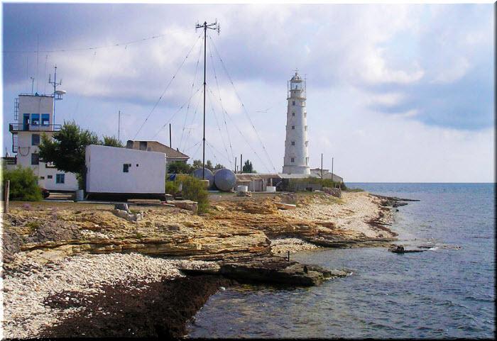 пляж у маяка