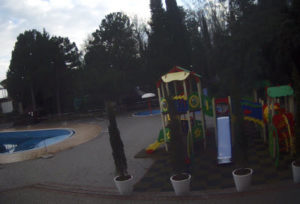 фото с камеры на детской площадке отеля Демерджи