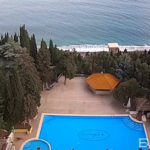 Веб-камера у бассейна и пляжа отеля «Море» в Алуште