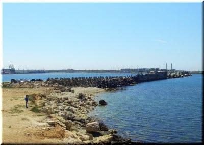 фото в месте раздела бухты и моря