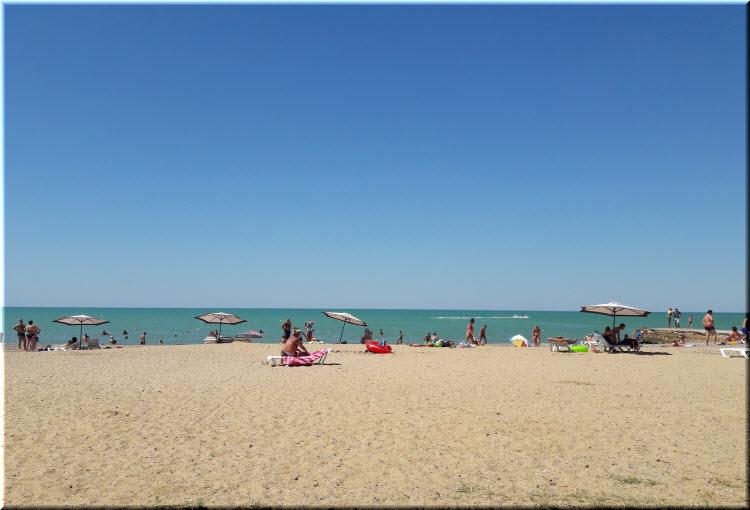 белый пляж в Песчаном