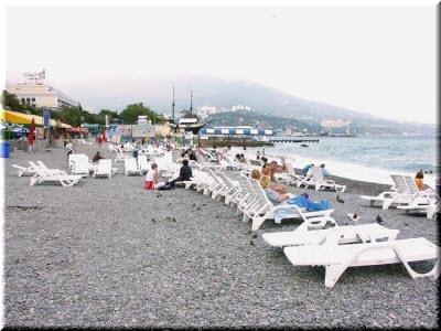 лежаки на Приморском пляже