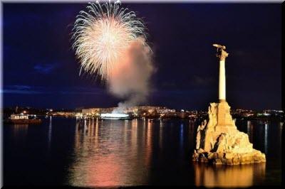 фото салюта на День города в Севастополе