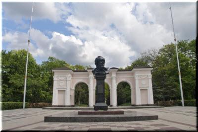 бюст Шевченко в Симферополе