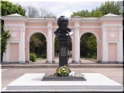 фото памятника Шевченко