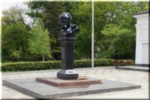 Памятник Тарасу Шевченко в Симферополе