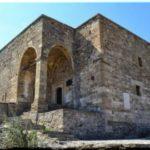 Храм с аркадой — мечеть и церковь в Судакской крепости