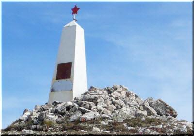 памятник на горе Каратау
