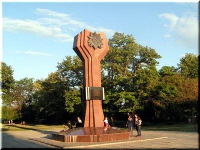 памятник в Комсомольском парке