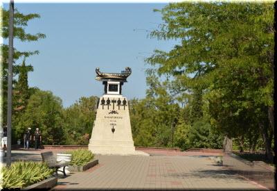 фото памятника Казарскому и бульвара
