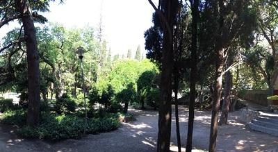 Территория около отеля Дива