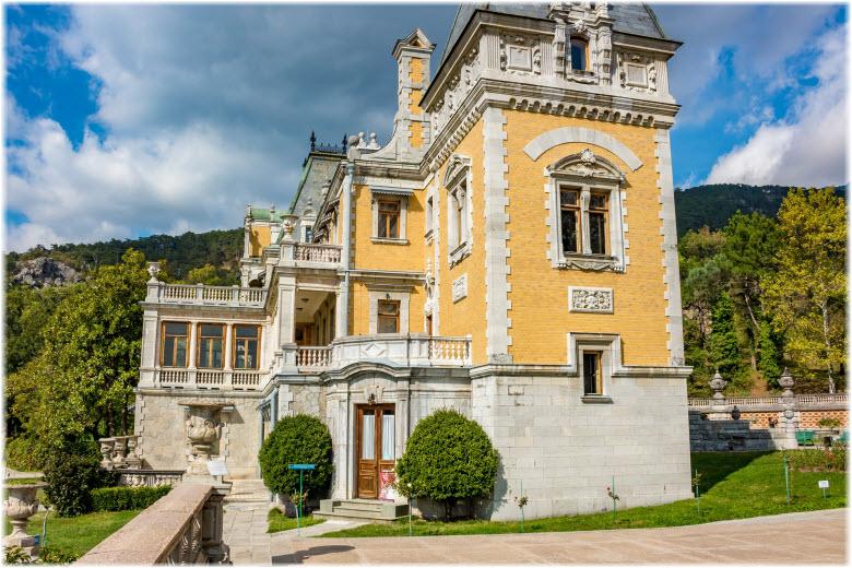 боковой фасад дворца