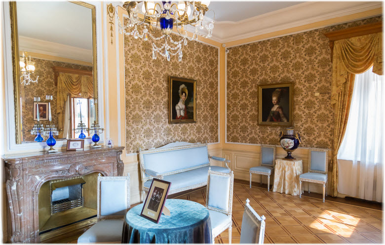 дворцовая спальня