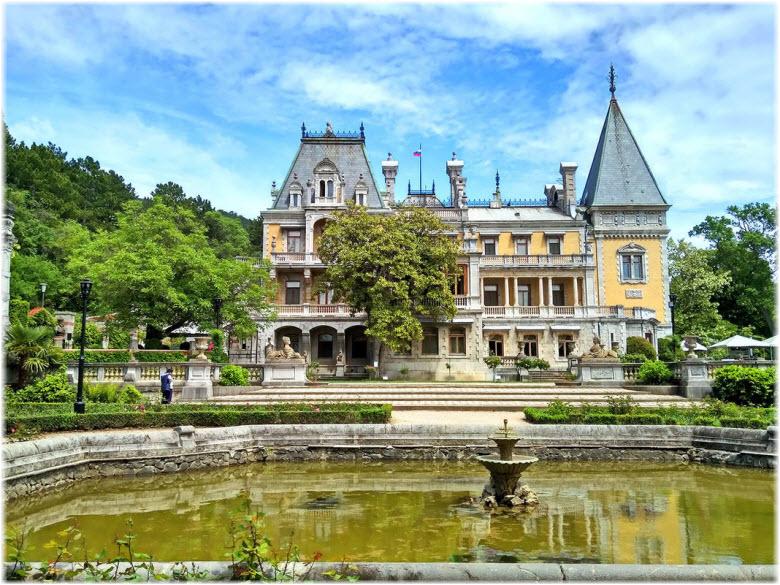 фото дворца и фонтана