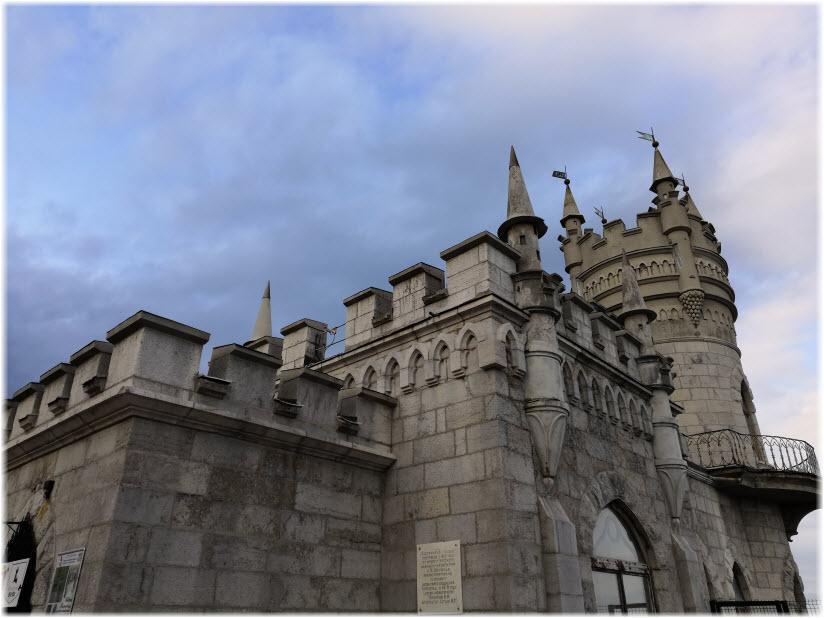 фото фасада Ласточкиного гнезда