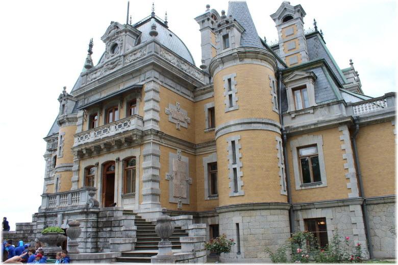 фото Массандровского дворца вблизи