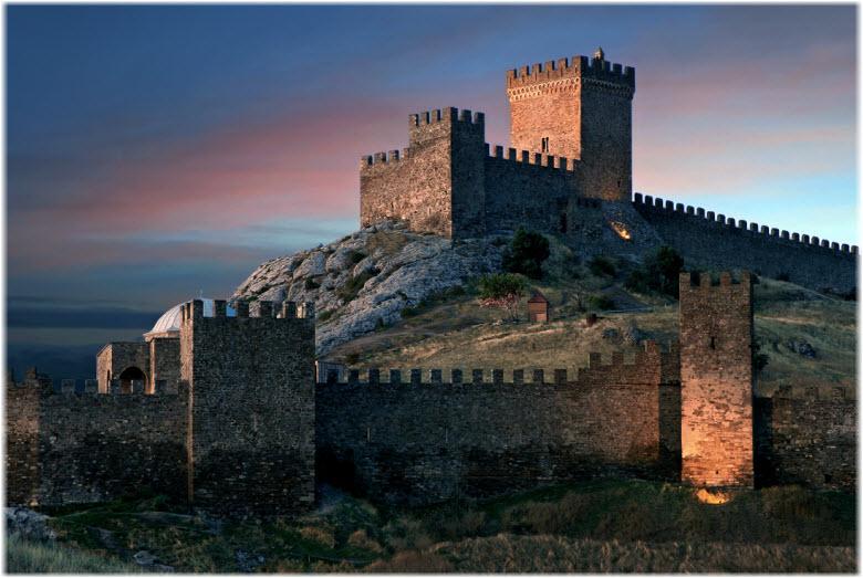 фото - у стен Судакской крепости