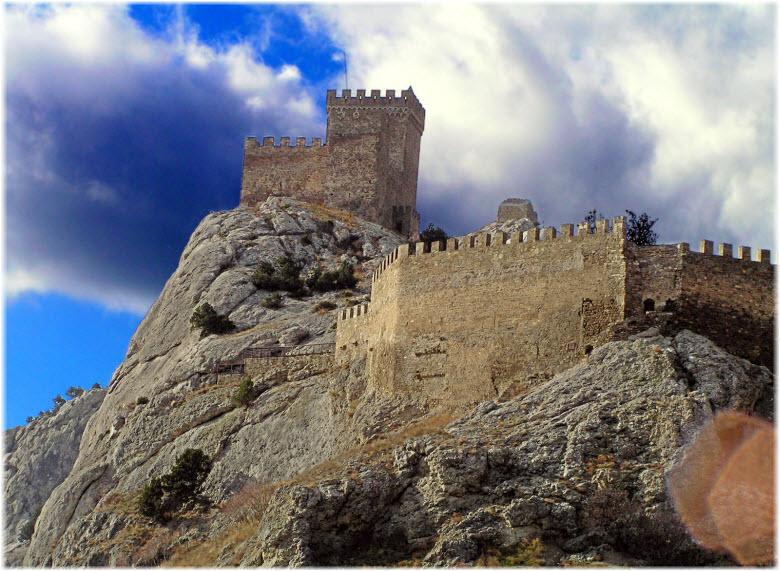 стены крепости с моря