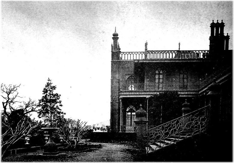 вид Воронцовского дворца из Нижнего парка