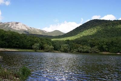 Горное озеро Кастель