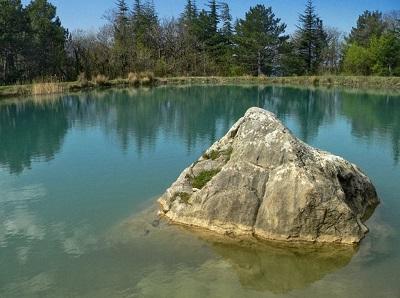 Озеро у скалы Шаан-Кая фото 1